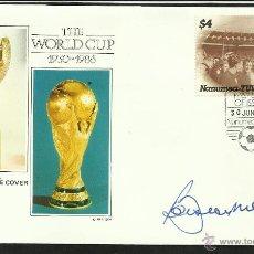 Coleccionismo deportivo: SOBRE PRIMER DIA COPA MUNDIAL DE FUTBOL MEXICO 86- AUTOGRAFO FIRMA ORIGINAL BOBBY MOORE INGLATERRA. Lote 48847424