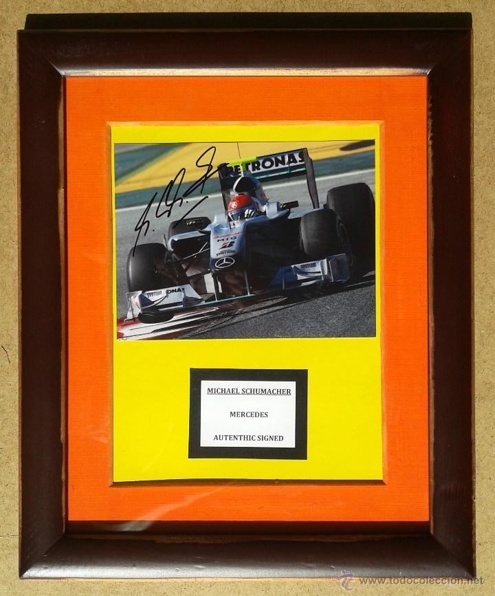 MICHAEL SCHUMACHER - AUTOGRAFO ORIGINAL FOTO MERCEDES - ENMARCADO 35 X 30 (Coleccionismo Deportivo - Documentos de Deportes - Autógrafos)