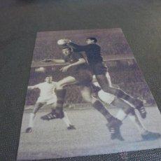 Coleccionismo deportivo: 1967 CAMP NOU,BARÇA-REAL MADRID,SADURNI,GALLEGO Y GROSSO-FIRMA ORIGINAL SADURNI EN REVERSO(13X18CM).. Lote 52297627