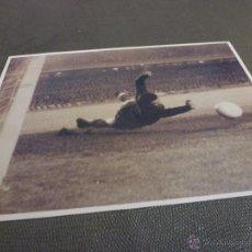 Coleccionismo deportivo: 1967 CAMP NOU,BARÇA-R.MADRID,GRAN PARADA DE SADURNI-FIRMA ORIGINAL DE SADURNI EN REVERSO(13 X 18CM). Lote 52297726