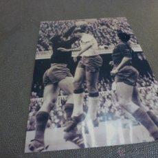 Coleccionismo deportivo: 1968,CAMP NOU,BARÇA-ZARAGOZA,SADURNI BLOCA ANTE PAIS-FIRMA ORIGINAL SADURNI EN REVERSO(13X18CM). Lote 52298087