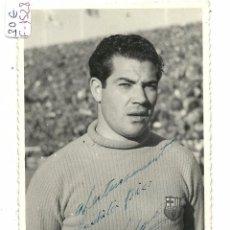 Coleccionismo deportivo: (F-1528)FOTOGRAFIA DE VELASCO,C.F.BARCELONA AÑOS 50,DEDICADA. Lote 55122751