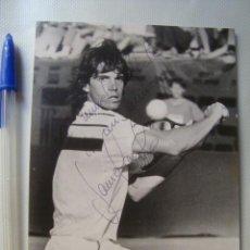 Coleccionismo deportivo: FOTO AUTÓGRAFO ORIGINAL TENISTA JAVIER SÁNCHEZ VICARIO (CONDE DE GODÓ, AÑOS 80). TENIS. Lote 56943500