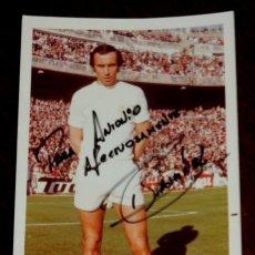 Coleccionismo deportivo: FOTOGRAFIA DEL JUGADOR DE FUTBOL ROBERTO MARTINEZ, CON AUTOGRAFO MANUSCRITO, REAL MADRID, MIDE 14,5 . Lote 57043583