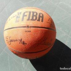 Coleccionismo deportivo: BALON MOLTEN DE MINI BASKET FIRMADO POR LOS JUGADORES DEL CLUB BALONCESTO GRANADA, TEMPORADA 2002-03. Lote 71034825