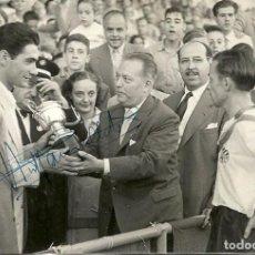 Coleccionismo deportivo: (F-170230)FOTOGRAFIA CON AUTOGRAFO DE RAMALLETS C.F.BARCELONA ( 12 X 8 CM.). Lote 75889323