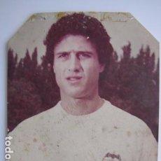 Coleccionismo deportivo: JUGADOR FUTBOL DEL VALENCIA. FIRMADA Y DEDICADA. LABORATORIOS FINERAS. Lote 81634168
