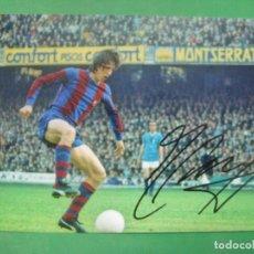 Coleccionismo deportivo: FOTO CON AUTOGRAFO AUTENTICO DEL JUGADOR DE FUTBOL JOHAN CRUYFF EN EL F.C BARCELONA. Lote 148892445
