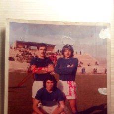 Coleccionismo deportivo: FIRMA AUTOGRAFO DE TRES JUGADORES DEL REAL MADRID TEMPORADA 1973 MORGADO ,..... Lote 93717315