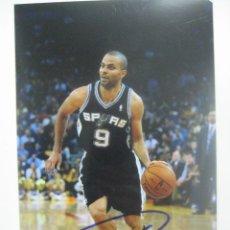 Coleccionismo deportivo: FOTO CON AUTOGRAFO AUTENTICO DE LA ESTRELLA DE LA NBA TONY PARKER. Lote 94753123