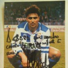 Coleccionismo deportivo: FOTO DE ALFREDO DEL DEPORTIVO DE LA CORUÑA, FIRMA Y DEDICATORIA MANUSCRITA. Lote 98054899