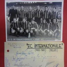 Coleccionismo deportivo: F.C. INTERNAZIONALE. (INTER DE MILAN). FOTO Y FIRMAS ORIGINALES TEMPORADA 1960-61. Lote 99550647