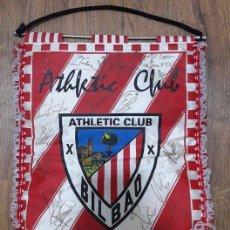 Coleccionismo deportivo: BANDERÍN OFICIAL DEL ATHLETIC DE BILBAO, FIRMADO POR PLANTILLA 1997. Lote 105845319