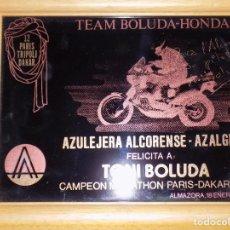 Coleccionismo deportivo: AZULEJO FIRMADO POR TONI BOLUDA- PARIS DAKAR 1990. Lote 113107607