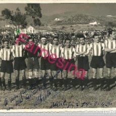 Coleccionismo deportivo: FOTOGRAFIA ORIGINAL DE EPOCA 1942 EQUIPO C.D.MALAGA QUE JUGÓ CONTRA EL REAL MADRID AL CUAL GANARON.. Lote 113222119