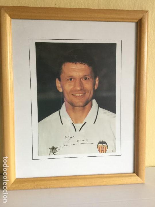 FOTO FIRMADA DE DJUKIC AÑO 97/98 VALENCIA CF AUTÓGRAFOS (Coleccionismo Deportivo - Documentos de Deportes - Autógrafos)