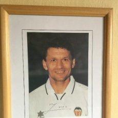 Coleccionismo deportivo: FOTO FIRMADA DE DJUKIC AÑO 97/98 VALENCIA CF AUTÓGRAFOS. Lote 115406491