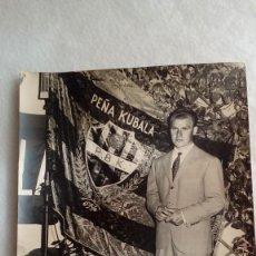 Coleccionismo deportivo: RARA FOTO AUTOGRAFO ORIGINAL DE LADISLAO KUBALA DEL F.C.BARCELONA DE 1956, MIDE 24 X 18 CMS. Lote 117158315
