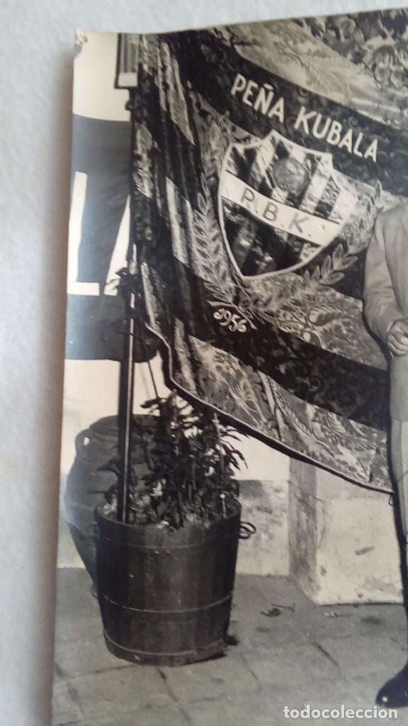 Coleccionismo deportivo: RARA FOTO AUTOGRAFO ORIGINAL DE LADISLAO KUBALA DEL F.C.BARCELONA DE 1956, MIDE 24 X 18 CMS - Foto 4 - 117158315