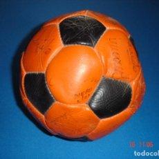 Coleccionismo deportivo: BALÓN FIRMAS REALES FC BARCELONA AÑO 1984. Lote 117289991