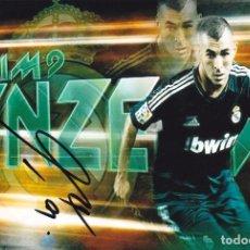 Coleccionismo deportivo: FOTO 10X15 CON FIRMA DE KARIM BENZEMA- REAL MADRID- SELECCION FRANCIA- AUTOGRAFO ORIGINAL . Lote 120369547