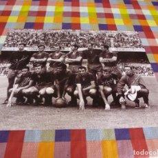 Coleccionismo deportivo: GRAN FOTO(30X40CM)BARÇA LIGA 1968-69 -CAMP NOU-F.C.BARCELONA 4 ZARAGOZA 0.-CON FIRMAS DE JUGADORES.. Lote 127185719