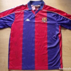 Coleccionismo deportivo: CAMISETA FUTBOL F.C. BARCELONA DREAM TEAM 1992-1993 21 AUTÓGRAFOS CRUYFF, KOEMAN, STOICHKOV, LAUDRUP. Lote 132727942
