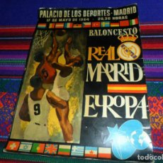 Coleccionismo deportivo: REAL MADRID BALONCESTO 1964 AUTÓGRAFO TODA LA PLANTILLA Y ENTRENADOR. POSTAL PARTIDO VS EUROPA FIBA.. Lote 133531938