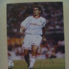 Coleccionismo deportivo: SEVILLA F.C. : POSTAL DE JUGADOR CON DEDICATORIA Y FIRMA ( AUTOGRAFO ) MANUSCRITO. Lote 135157554