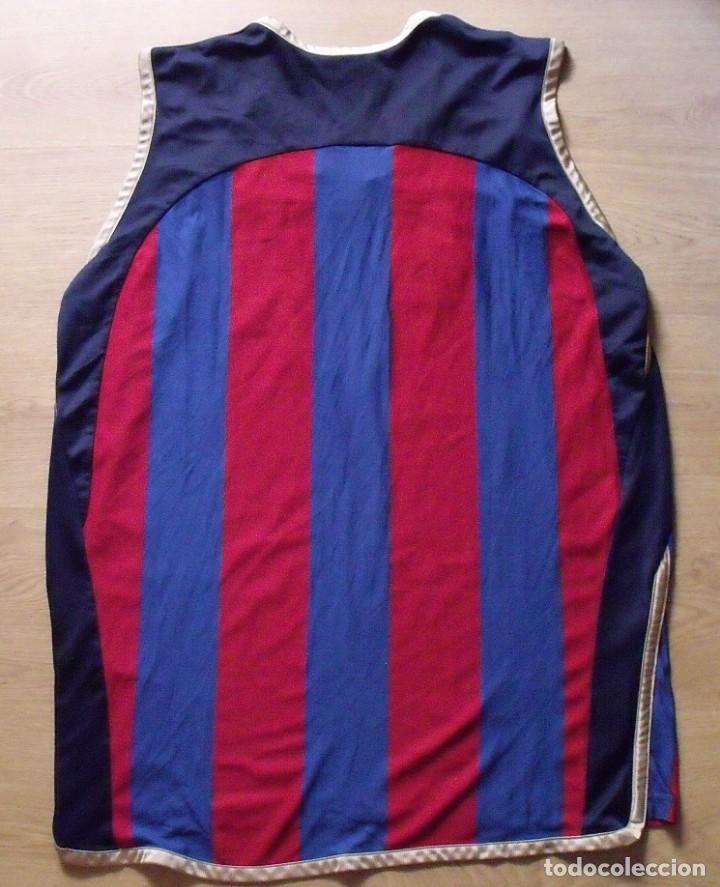 Coleccionismo deportivo: CAMISETA F.C.BARCELONA. BALONCESTO 2001-2002 14 AUTÓGRAFOS. NIKE. XL. JASIKEVICIUS, NAVARRO... - Foto 2 - 136754146