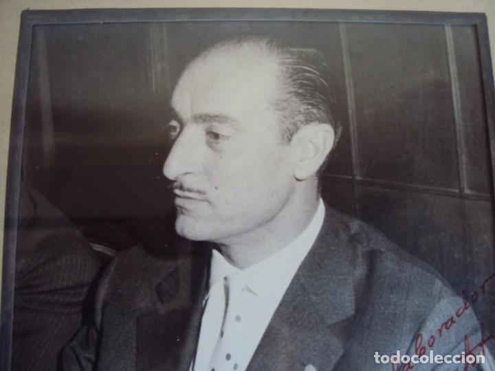 Coleccionismo deportivo: (F-181067)FOTOGRAFIA CON AUTOGRAFO PRESIDENTE DEL C.F.BARCELONA ENRIC LLAUDET 7-6-1961 - Foto 3 - 137203034