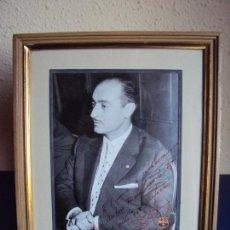 Coleccionismo deportivo: (F-181067)FOTOGRAFIA CON AUTOGRAFO PRESIDENTE DEL C.F.BARCELONA ENRIC LLAUDET 7-6-1961. Lote 137203034