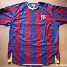 Coleccionismo deportivo: CAMISETA NIKE XL FUTBOL F.C. BARCELONA 2005-2006 18 AUTOGRÁFOS RONALDINHO MESSI, XAVI, INIESTA PUYOL. Lote 137496406