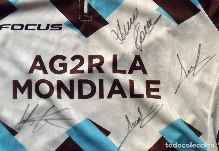 Coleccionismo deportivo: MAILLOT CAMISETA CICLISMO EQUIPO 2015 AG2R LA MONDIALE. DESCENTE 7 AUTÓGRAFOS. FOCUS. AUTOGRAPHS. L. - Foto 4 - 138291222