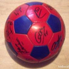 Coleccionismo deportivo: BALÓN FIRMADO F. C. BARCELONA 2001-2002. 18 AUTÓGRAFOS RIVALDO, SAVIOLA, XAVI, PUYOL, LUIS ENRIQUE.. Lote 140140798