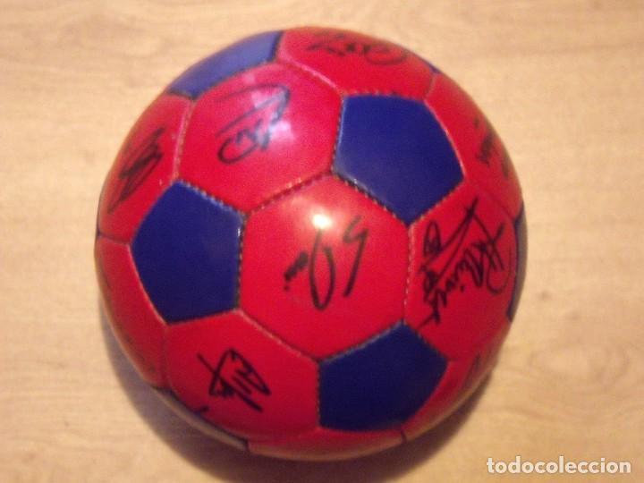 Coleccionismo deportivo: BALÓN FIRMADO F. C. BARCELONA 2001-2002. 18 AUTÓGRAFOS RIVALDO, SAVIOLA, XAVI, PUYOL, LUIS ENRIQUE. - Foto 5 - 140140798