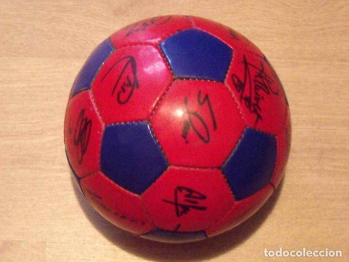 Coleccionismo deportivo: BALÓN FIRMADO F. C. BARCELONA 2001-2002. 18 AUTÓGRAFOS RIVALDO, SAVIOLA, XAVI, PUYOL, LUIS ENRIQUE. - Foto 6 - 140140798