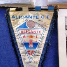 Coleccionismo deportivo: ALICANTE CLUB DE FÚTBOL - BANDERÍN FIRMADO PLANTILLA 2005/06 - ORIGINAL - TAL FOTOS. Lote 142331454