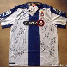 Coleccionismo deportivo: CAMISETA FIRMADA 16 AUTÓGRAFOS RCD ESPANYOL. AUTOGRAPHS PLANTILLA 2014-2015. POWER 8. NUEVA. PUMA L.. Lote 142771122