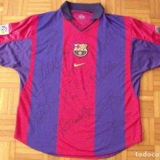 Coleccionismo deportivo: CAMISETA F.C.BARCELONA 12 AUTÓGRAFOS PLANTILLA 2000-2001. NIKE L. RIVALDO, XAVI, PEP, PUYOL, REINA... Lote 143802006