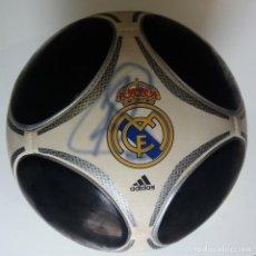 Coleccionismo deportivo: BALÓN OFICIAL ADIDAS REAL MADRID AUTOGRAFIADO (FIRMADO) POR RAUL GONZALEZ BLANCO.. Lote 143985762