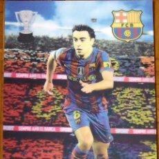 Coleccionismo deportivo: POSTER EN 3D CON TARJETA F.C.BARCELONA PEGADA Y AUTÓGRAFO, FIRMA DE XAVI HERNÁNDEZ. 42X30 CM.. Lote 144117626