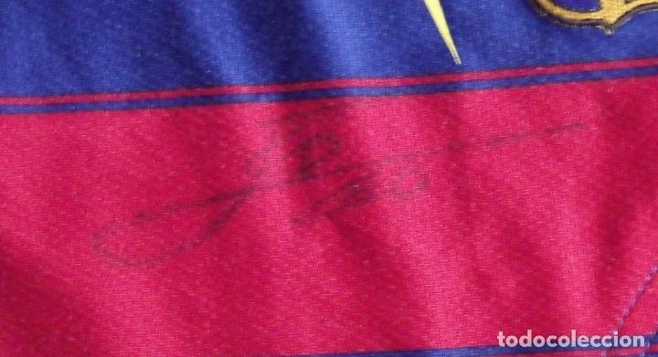 Coleccionismo deportivo: CAMISETA F. C.BARCELONA. AUTÓGRAFO LEO MESSI y ROBERTO BONANO. SECCIÓN BALONCESTO. TALLA L. NIKE. - Foto 2 - 283726348