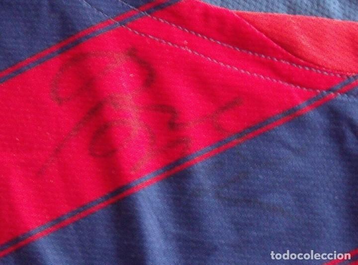 Coleccionismo deportivo: CAMISETA F. C.BARCELONA. AUTÓGRAFO LEO MESSI y ROBERTO BONANO. SECCIÓN BALONCESTO. TALLA L. NIKE. - Foto 4 - 283726348