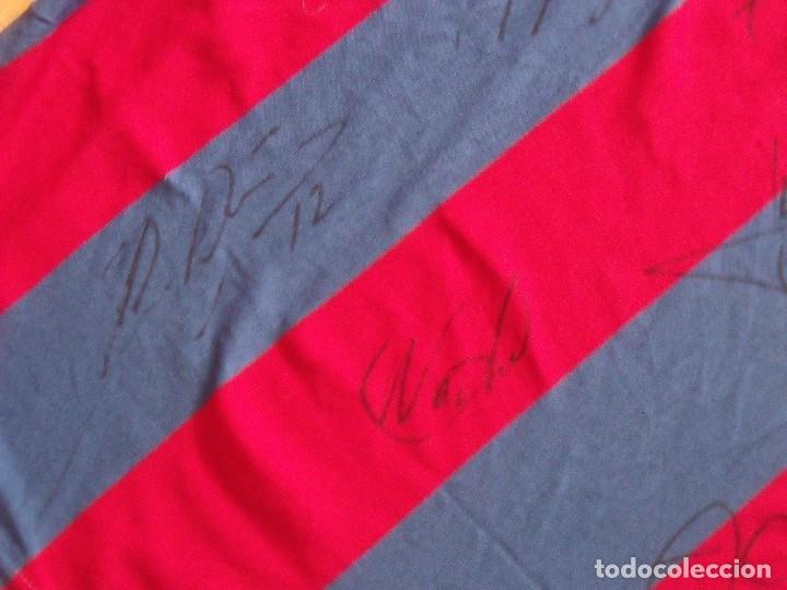 Coleccionismo deportivo: CAMISETA F.C.BARCELONA. BALONCESTO 2001-2002 14 AUTÓGRAFOS. NIKE. XL. JASIKEVICIUS, NAVARRO... - Foto 5 - 136754146