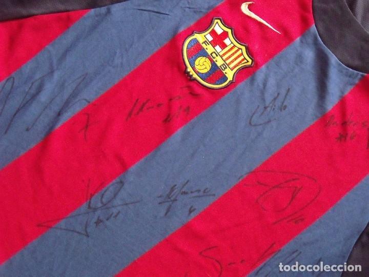 Coleccionismo deportivo: CAMISETA F.C.BARCELONA. BALONCESTO 2001-2002 14 AUTÓGRAFOS. NIKE. XL. JASIKEVICIUS, NAVARRO... - Foto 6 - 136754146