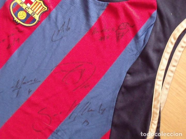 Coleccionismo deportivo: CAMISETA F.C.BARCELONA. BALONCESTO 2001-2002 14 AUTÓGRAFOS. NIKE. XL. JASIKEVICIUS, NAVARRO... - Foto 7 - 136754146