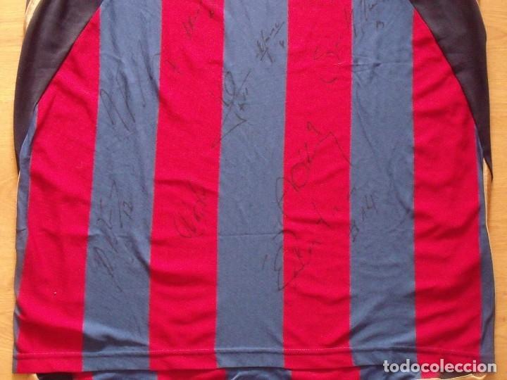 Coleccionismo deportivo: CAMISETA F.C.BARCELONA. BALONCESTO 2001-2002 14 AUTÓGRAFOS. NIKE. XL. JASIKEVICIUS, NAVARRO... - Foto 8 - 136754146
