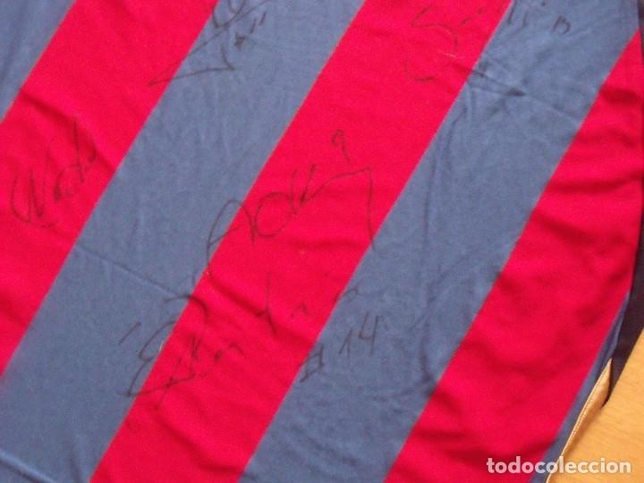 Coleccionismo deportivo: CAMISETA F.C.BARCELONA. BALONCESTO 2001-2002 14 AUTÓGRAFOS. NIKE. XL. JASIKEVICIUS, NAVARRO... - Foto 11 - 136754146