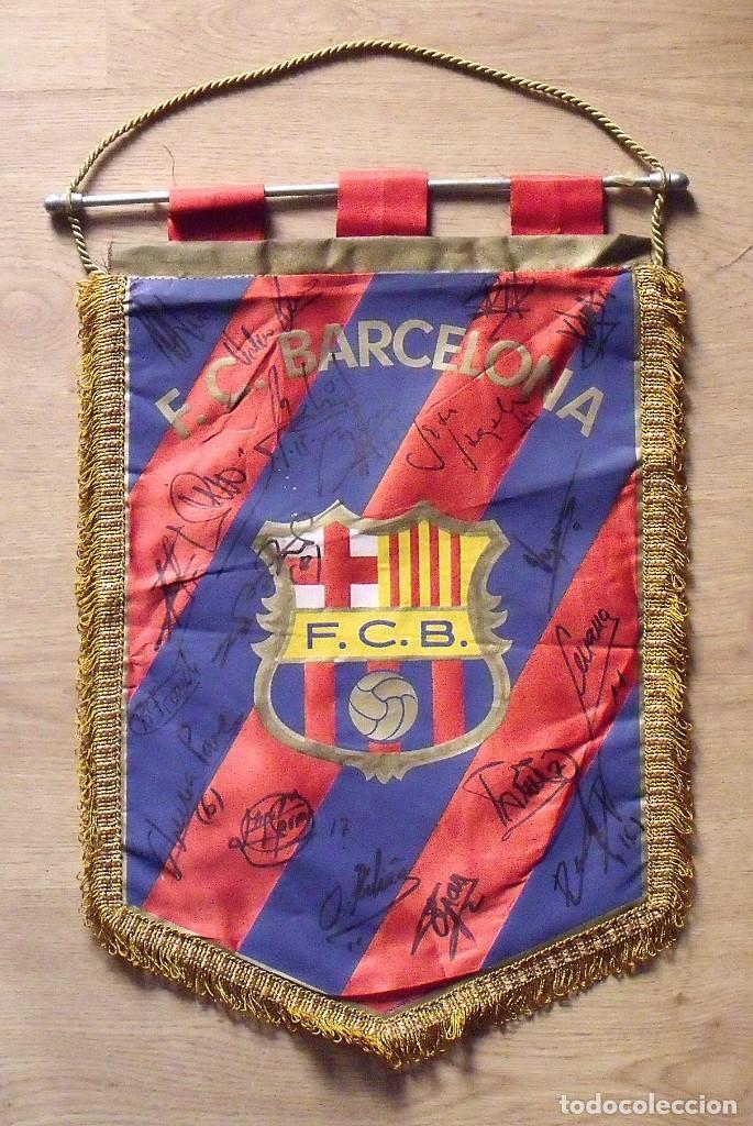 Coleccionismo deportivo: F.C.BARCELONA. BANDERÍN 19 AUTÓGRAFOS BALONMANO 1990-91. FIRMAS: VUJOVIC, URDANGARIN, MASIP, RIVERA. - Foto 2 - 145164238